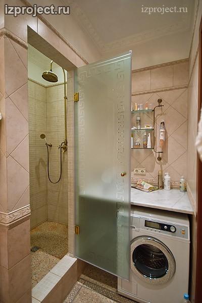 Фото интерьера ванной комнаты в классическом стиле.